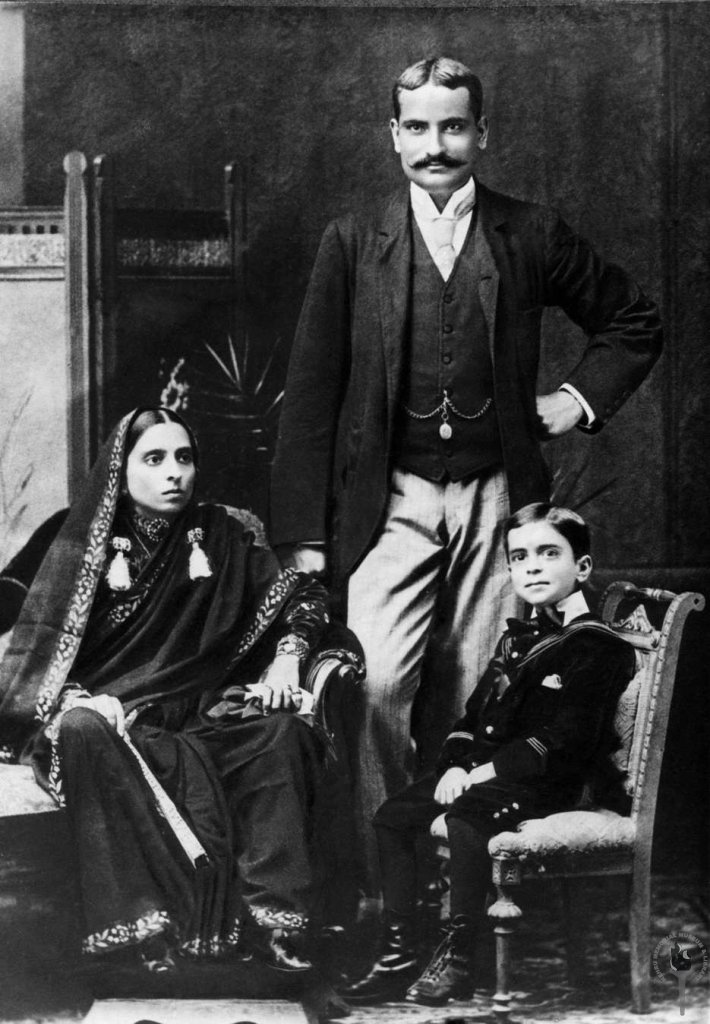 Jawaharlal_Nehru_with_his_mother_Swarup_Rani_and_father_Motilal_Nehru,_1894